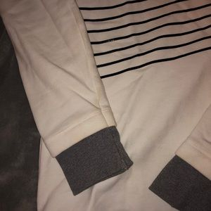 Black and white under armor sweatshirt
